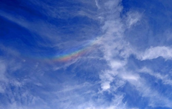 Duke Marsh caught this circumzenithal arc on October 3, 2012 from New Albany, Indiana.  Thanks, Duke.