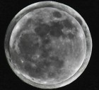 Two grey full moons on top of each other, one a full supermoon (full moon at perigee) overlaid with a micro-moon (full moon at apogee).