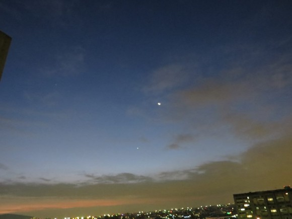Here are the moon and Venus a day earlier, July 23.  Notice the moon is above Venus in contrast to its position on July 24.  Why did it move?  Because the moon is moving in orbit around Earth.  Photo by Jose Luis Vuendia Carrera in Mexico City.  Thank you, Jose.