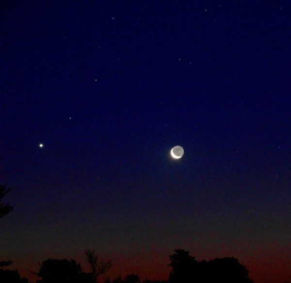 July 24, 2014 moon and Venus from Mike O'Neal.