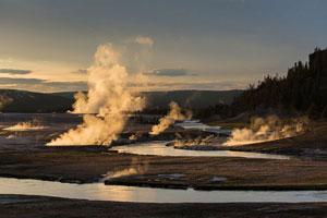 yellowstone-midway-geyser-basin-nps-300