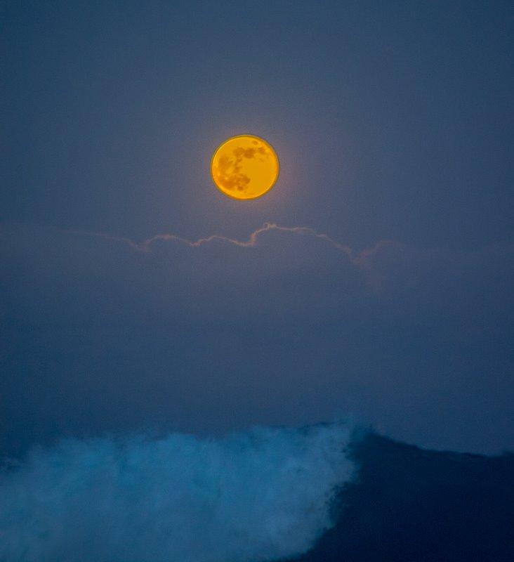 SuperMoon from Sandy Beach,Honolulu Hawaii by Myron Berney