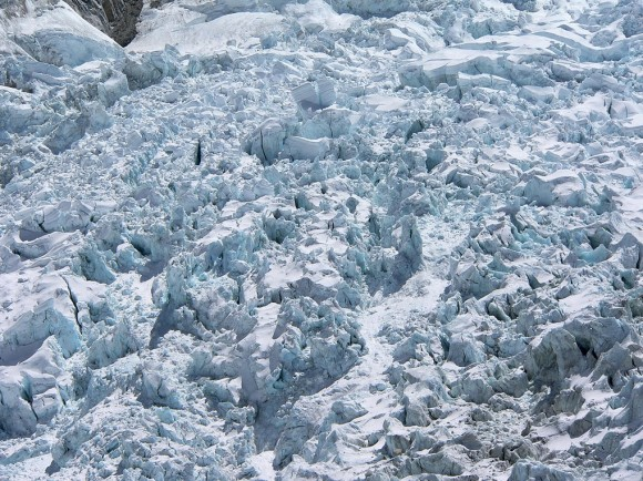 A workshop in August by many climbing organizations hopes to prevent disasters like the one on the Khumbu Icefall in April.  Photo credit: Mahatma 4711