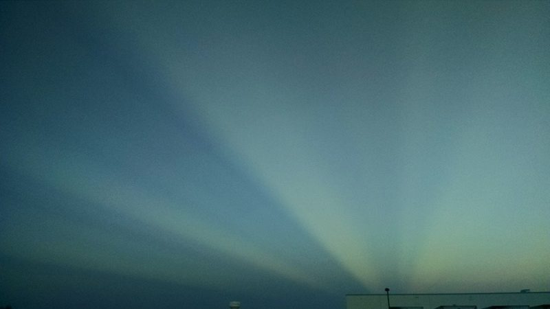 Green and blue rays converging to horizon.