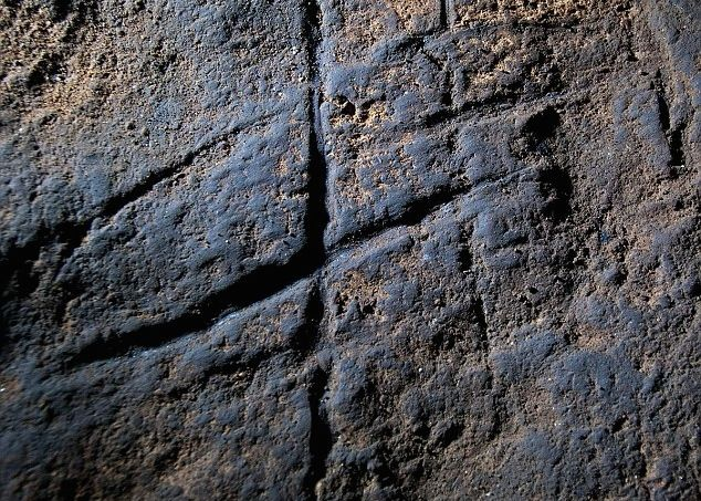 neanderthal-rock-art-1st-known-example-cp
