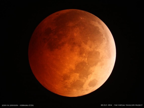 Total eclipse of the moon by John W. Johnson in Nebraska, with the Virtual Telescope Project