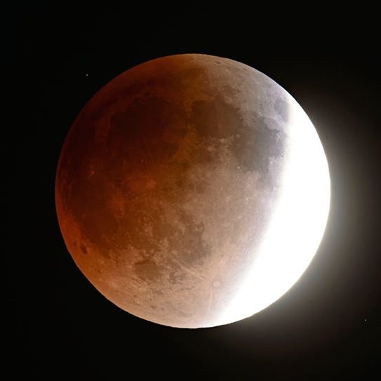View larger. |  Deep colors in the umbral shadow are revealed in a long exposure 15 minutes before the total phase of the April 14-15, 2014 eclipse begins.  Photo by Fred Espenak.
