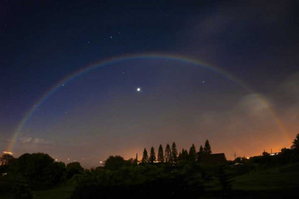 View larger. | Moonbow over the planet Venus.  Rob Ratkowski captured this image in Hawaii in 2004.  Visit Rob Ratkowski Photography.