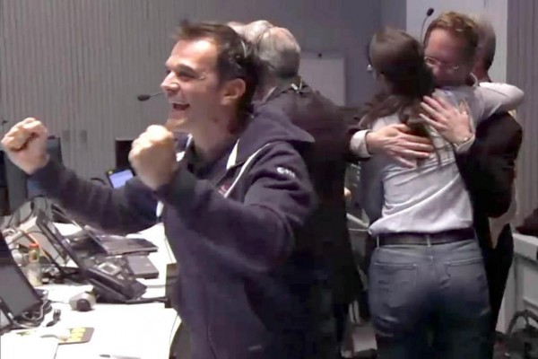 We've landed on a comet!  Image via @universetoday on Twitter.