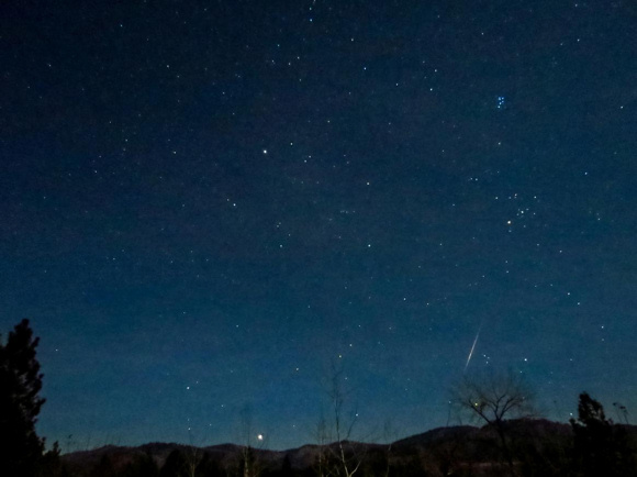 View larger South Taurid meteor. Note the Pleiades star cluster above the meteor, and the bright star Aldebaran roughly midway between the Pleiades and the meteor. Image credit: Rocy Raybell