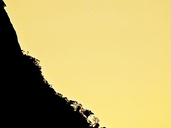 View larger.| See the little white dot of the planet Venus in the upper right of this photo? It'll be back to your evening sky in early December. Helio de Carvalho Vital captured this image on November 18, 2014 from Rio de Janeiro, Brazil. He wrote,