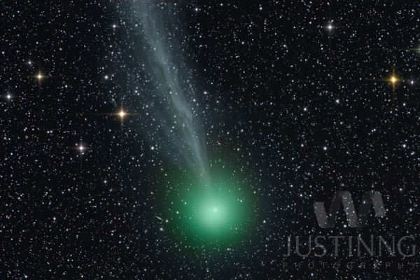Comet Lovejoy on December 29, 2014 by Justin Ng from Singapore.   Visit Justin Ng's website.