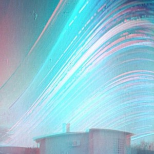 Multiple curved lines above a house, marking the sun's path over 6 months.