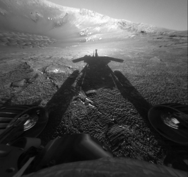 Opportunity catches its shadow on Mars.  Image via NASA/JPL-Caltech/Texas A&M/Cornell.
