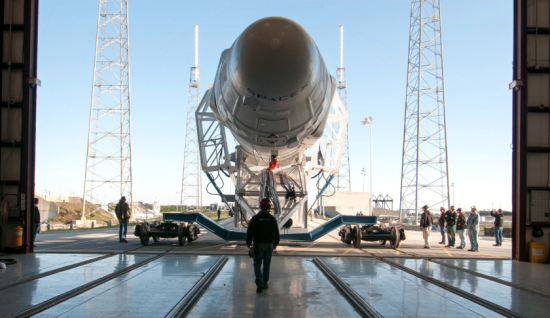 hangar 9 falcon spacex - photo #16