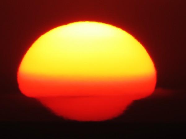 January 17 sunset by Helio de Carvalho Vital.  Shot 1 of 6.