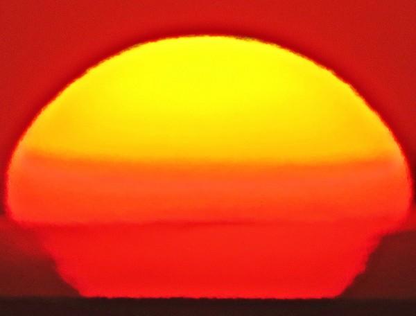 January 17 sunset by Helio de Carvalho Vital.  Shot 2 of 6.