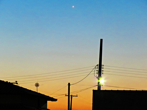After sunset on January 17, as the sky began to darken, Venus and Mercury popped into view in the western sky.  Photo by Helio de Carvalho Vital.
