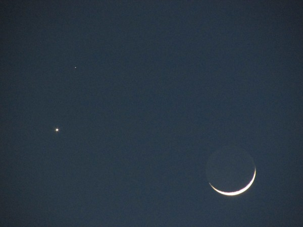 Cheryl Nicholson's capture of Venus, Mars and the moon.