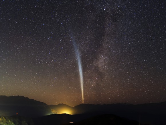 Comet Lovejoy (2011) as seen from Santiago, Chile, Dec 22, 2011. (Photo Credit: Y. Beletsky (LCO)/ESO)