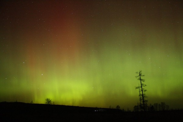 Our friend on Facebook, Peacock Photography, caught this beautiful shot of the auroral display on the morning of March 17.
