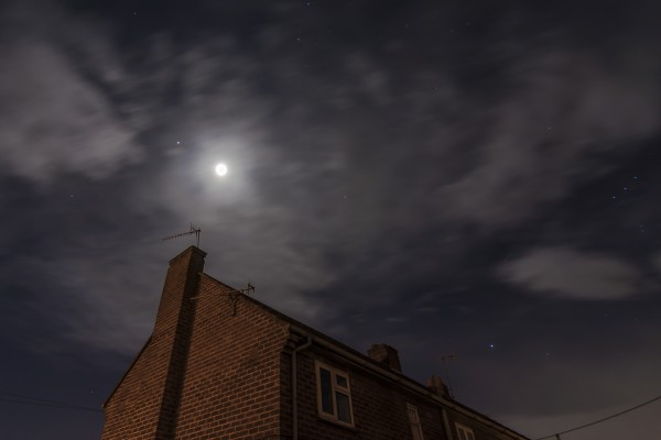 Jan Knurek in the UK submitted this photo to EarthSky.  Jupiter and the moon on March 2, 2015.