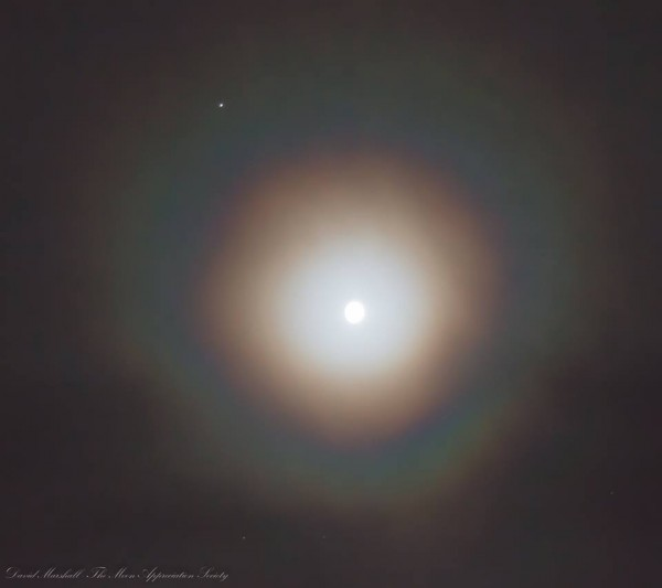 Moon and Jupiter on March 2, 2015 from EarthSky Facebook friend the Moon Appreciation Society in northern Italy.  The moon has a corona around it.  That's a smaller halo of light than the large 22-degree halo we often see in photos.   Read more about lunar coronas from Les Cowley's great website Atmospheric Optics.