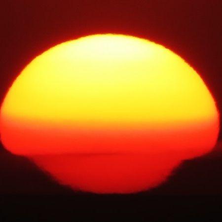 Flattened sunset on January 17, 2015 by Helio de Carvalho Vital.