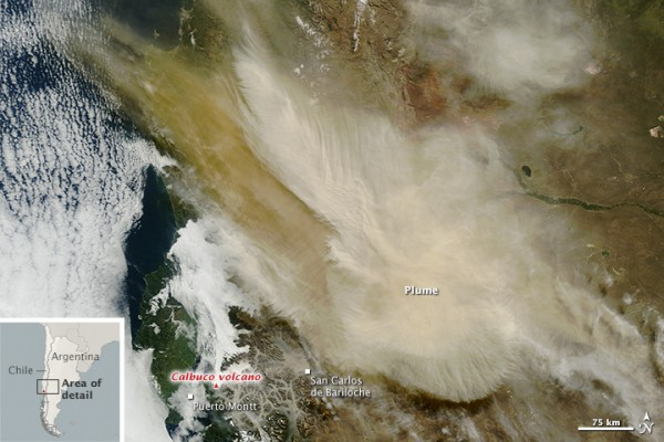 Natural-color image of the extensive ash plume from Calcuco volcano at 11:20 a.m. local time (1420 Universal Time) on April 23, 2015.  Image via the Moderate Resolution Imaging Spectroradiometer (MODIS) on NASA's Terra satellite and  NASA Earth Observatory
