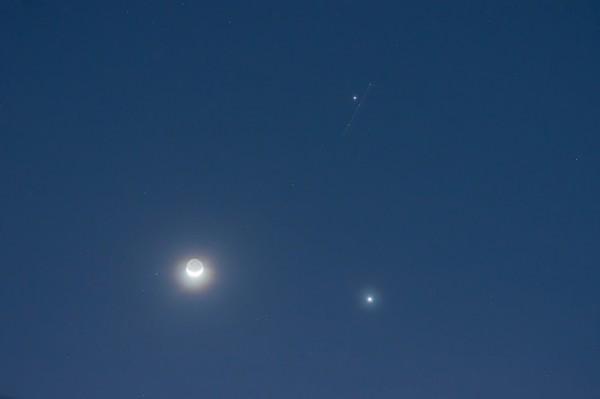 Moon, Venus (lower right), Jupiter on June 20, 2015 from Martin Marthadinata in Surabaya, East Java.