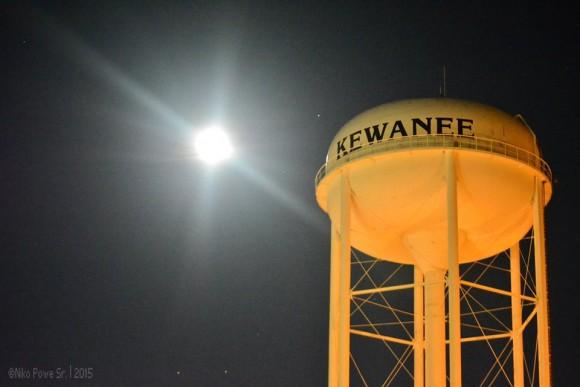 Niko Powe in Kewanee, Illinois caught last night's moon - June 1, 2015.  The