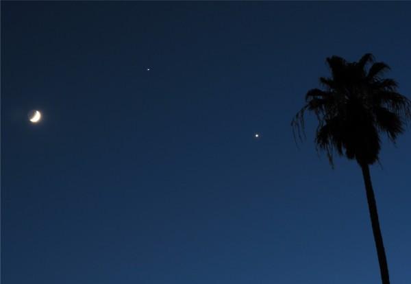 Venus, Jupiter and the moon on June 20, 2015 by David Jamieson in Phoenix, Arizona