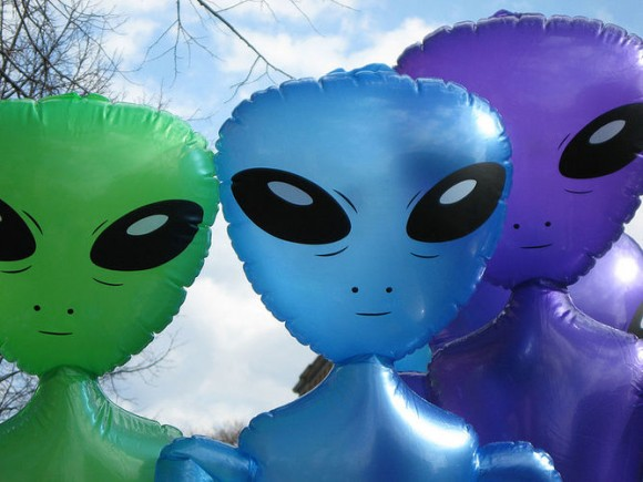 Searching for alien acquaintances. Image credit: Lewis Francis/wikimedia
