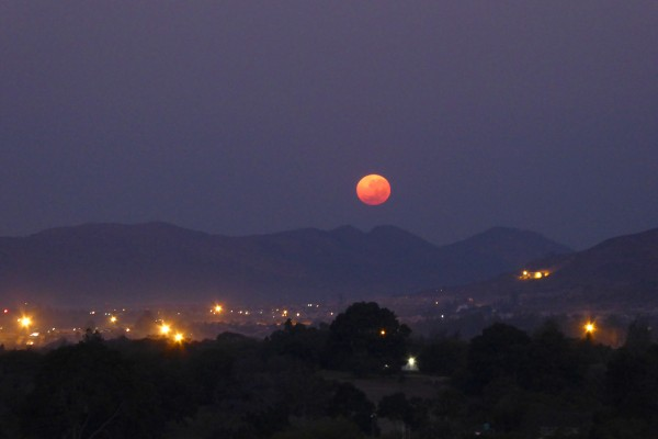 View larger. | Setting Blue Moon on July 31, 2015.  Photo by Peter Lowenstein in Mutare, Zimbabwe.
