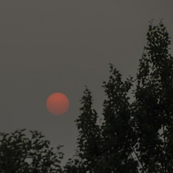 Smokey sunset from EarthSky community member Edwin Brion, July, 2015.