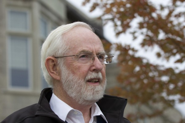 Arthur B. McDonald, professor Emeritus at Queen's University in Canada, speaks to reporters at Queen's University in Kingston, Ontario, October 6, 2015. McDonald and Japan's Takaaki Kajita were co-winners of the 2015 Nobel Prize for Physics for their discovery that neutrinos, labelled nature's most elusive particles, have mass, the award-giving body said on Tuesday. REUTERS/Lars Hagberg - RTS3AOV