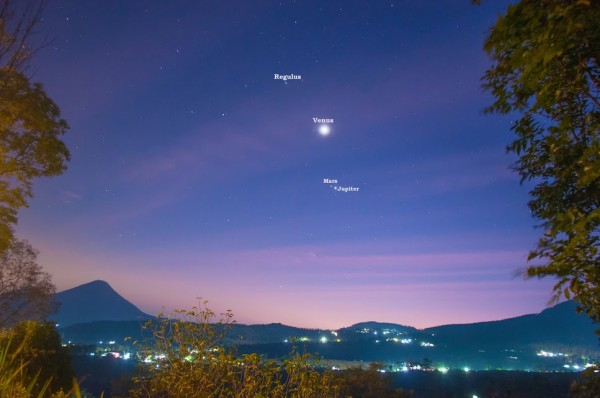 Martin Marthadinata in Indonesia saw the planets like this on Saturday morning, October 17.