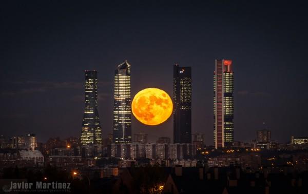 October 27, 2015 moon in Spain by Javier Martinez Moran.