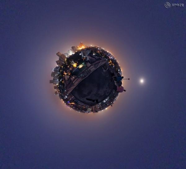 Moonrise, New Delhi, India, October 25, 2015. Photo: CB Devgun