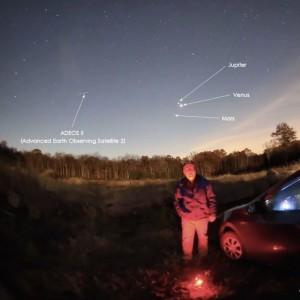 Spooky selfie, 3 planets, dead satellite | EarthSky.org