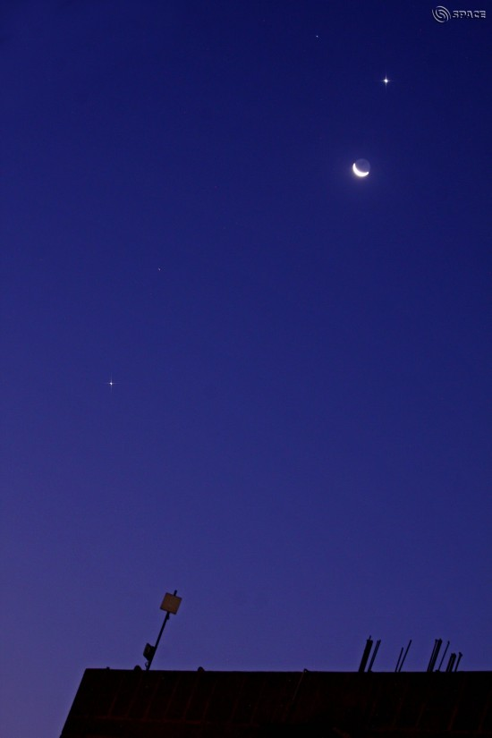 Venus, Jupiter, moon on October 9 by CB Devgun in India.  He's shooting from within the city of New Delhi.