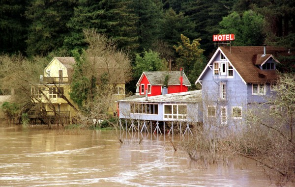 Flooding on the Russian River in northern California during the 1997-98 El Niño event. Image credit: FEMA/Dave Gatley
