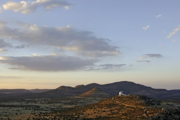 Hobby-Eberly Telescope in the Davis Mountains of West Texas.  Photo: Bill Nowlin Photography via McDonald Observatory.