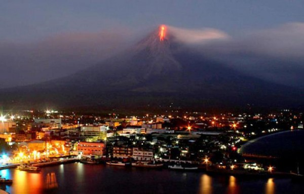 Photograph taken from Legazpi City of Mayon during the December 2009 eruption. Photo credit: New York Daily News, Sayat/Getty