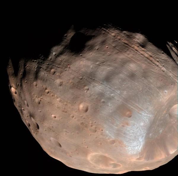 Mars' moon Phobos slowly falling apart