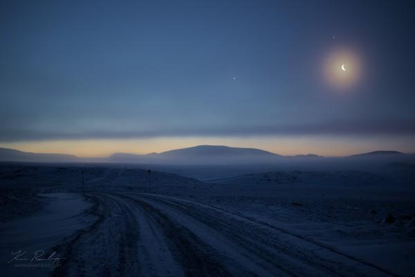 View larger. | Venus, Mars and Jupiter on November 6, 2015 by Kevin Rawlings in Alert, Nunavut, Canada.