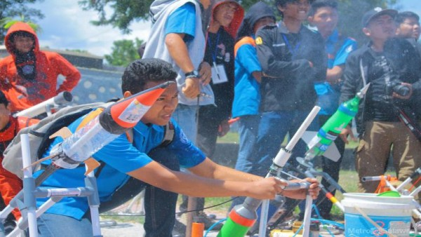 A science competition held at Tadulako University earlier this year. Indonesia - the fourth most populous country in the world - is keen to propel itself forward within international science. Image via Mawan Kurniawan/ Metro Sulawesi/ Graham Jones.