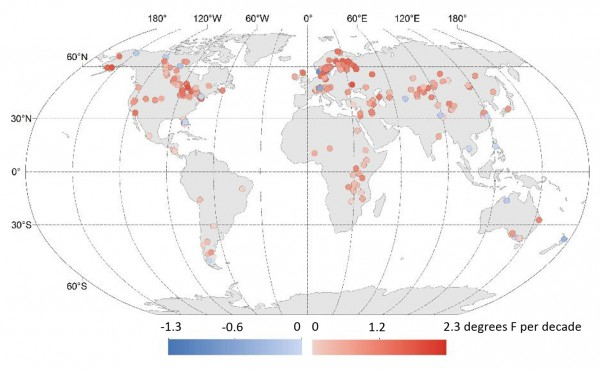 Global changes in lake temperatures over the past 25 years. Red shades indicate warming; blue shades indicate cooling. The study found Earth's lakes are warming about 0.61 degrees Fahrenheit (0.34 degrees Celsius) per decade on average, faster than overall warming rates for the ocean and atmosphere. Image credit: Illinois State University/USGS/California University of Pennsylvania