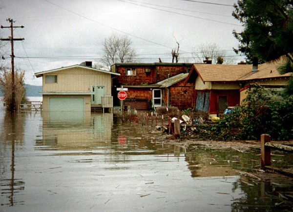 Flooding in Clear Lake, California, March 1 1998, during the 1997-1998 'super' El Niño event. Photo credit: Dave Gatley/FEMA