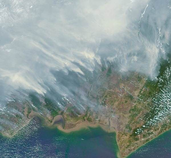 Extreme drought, a predictable impact of El Niño, fueled wildfires on the island of Borneo on October 14, 2015.  Image credit: NASA